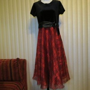 Red Black Holiday Dress Long - Size 16 Youth